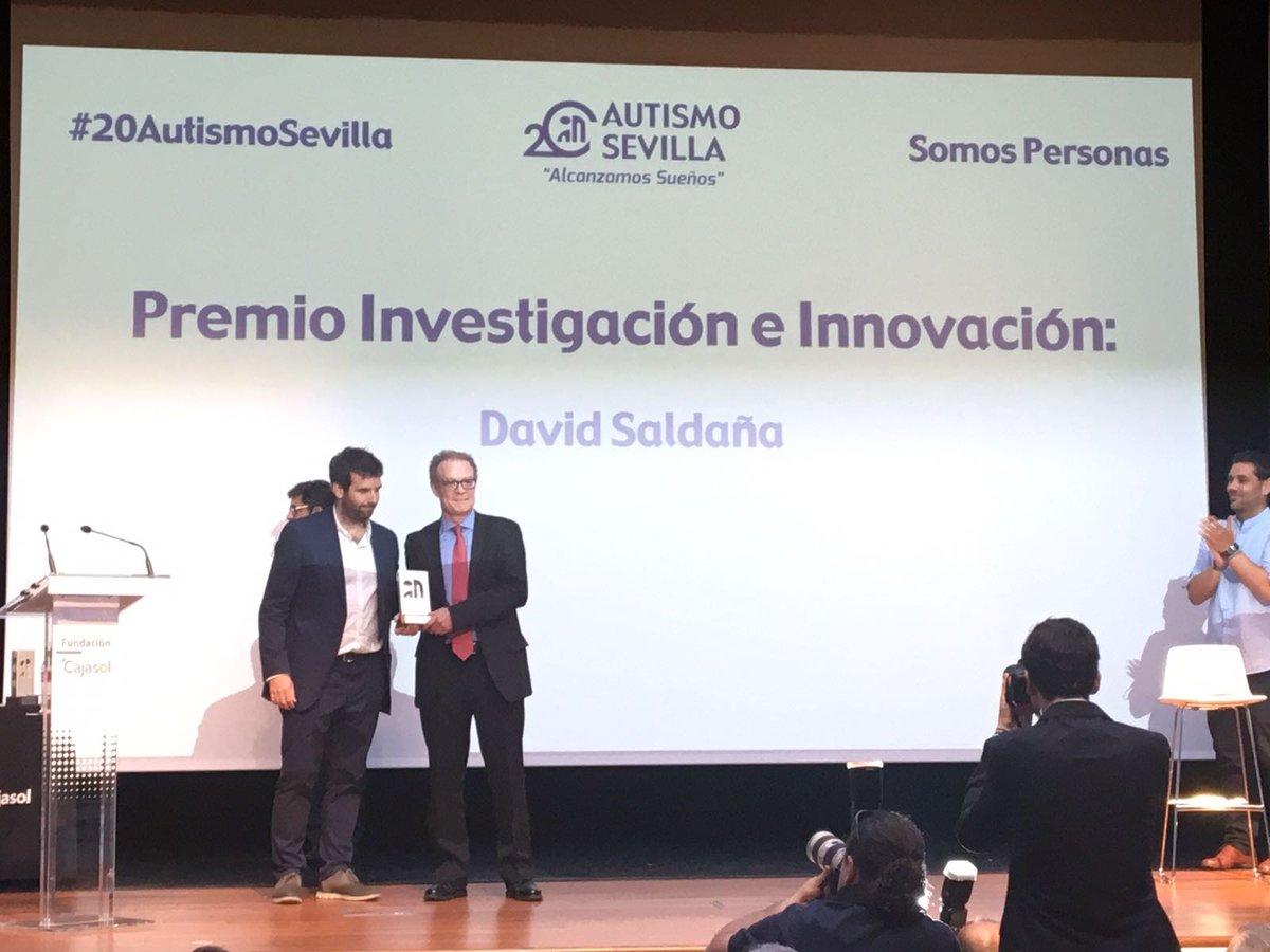 David Saldaña Premio Investiación e Innovación de Autismo Sevilla